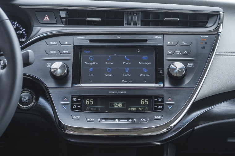2018 Toyota Avalon Limited Dashboard Screen Picture