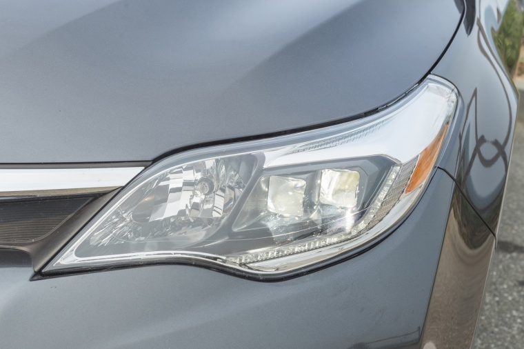 2018 Toyota Avalon Hybrid Limited Headlight Picture