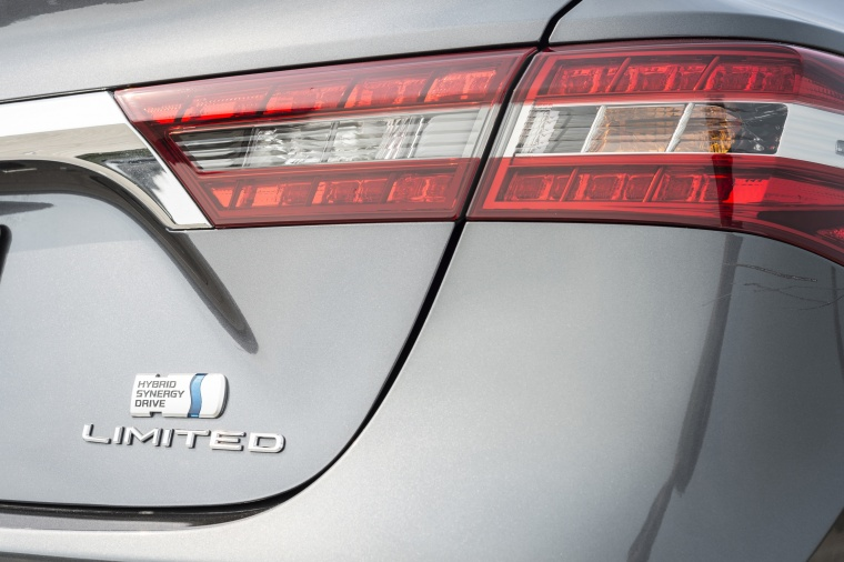 2018 Toyota Avalon Hybrid Limited Tail Light Picture