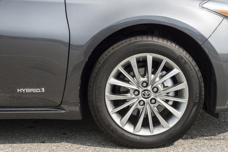 2018 Toyota Avalon Hybrid Limited Rim Picture
