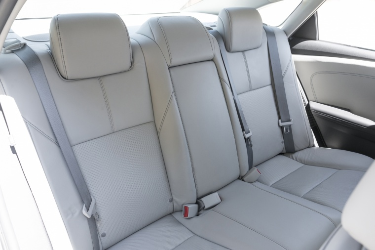 2018 Toyota Avalon Hybrid Limited Rear Seats Picture