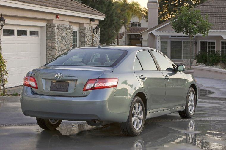2011 Toyota Camry Le In Magnetic Gray Metallic Color