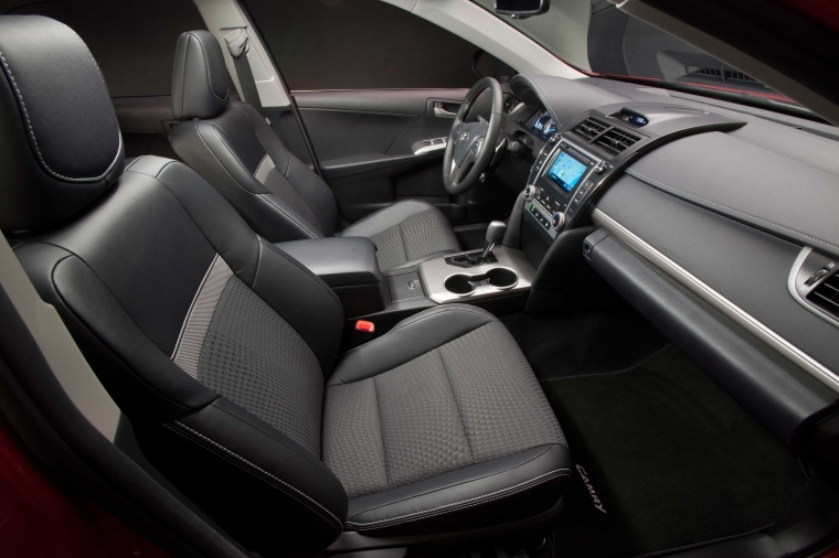 2012 Toyota Camry SE Front Seats Picture