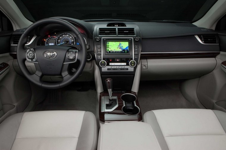 2012 Toyota Camry XLE Cockpit Picture
