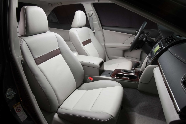 2012 Toyota Camry XLE Front Seats Picture