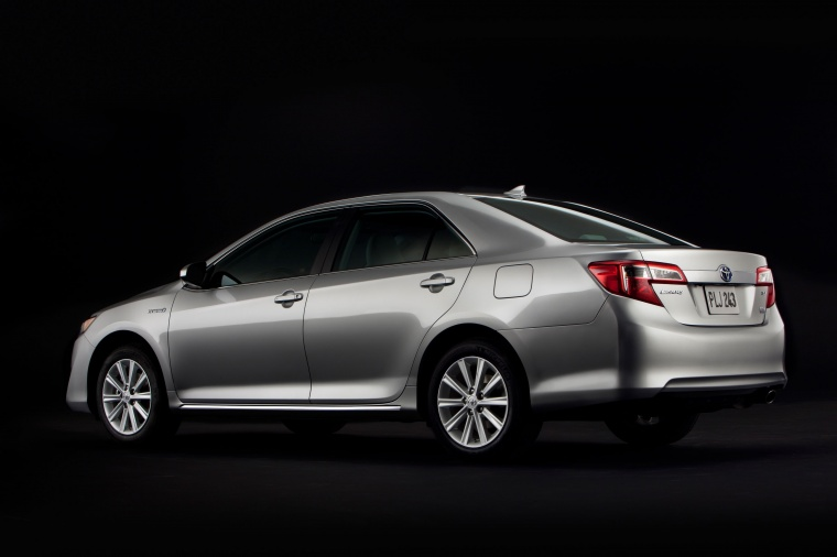 2013 Toyota Camry Hybrid Xle In Classic Silver Metallic