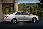 2014 Toyota Camry XLE in Classic Silver Metallic - Static Side View
