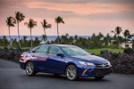 2015 Toyota Camry Hybrid SE in Blue Crush Metallic - Status Front Right Three-quarter View