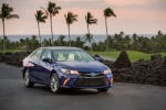 2015 Toyota Camry Hybrid SE in Blue Crush Metallic - Status Front Right View