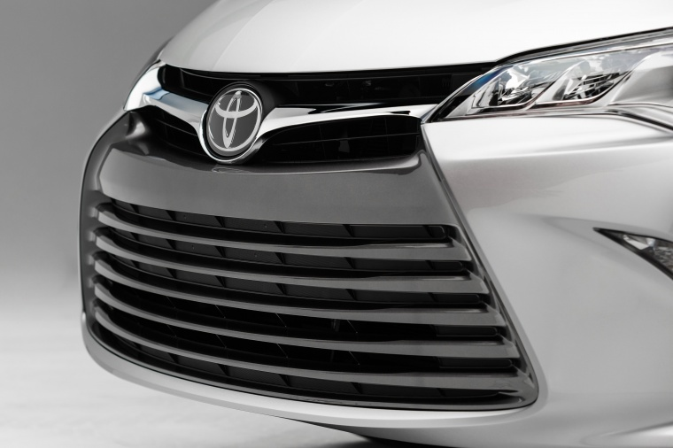 2017 Toyota Camry SE Grille Picture