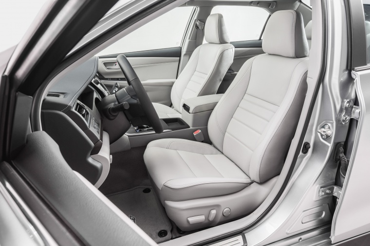 2017 Toyota Camry SE Front Seats Picture