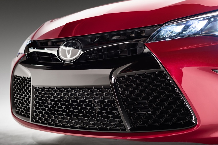 2017 Toyota Camry XSE Grille Picture