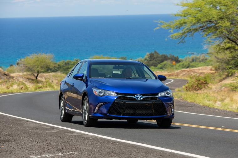 2017 Toyota Camry Hybrid SE Picture