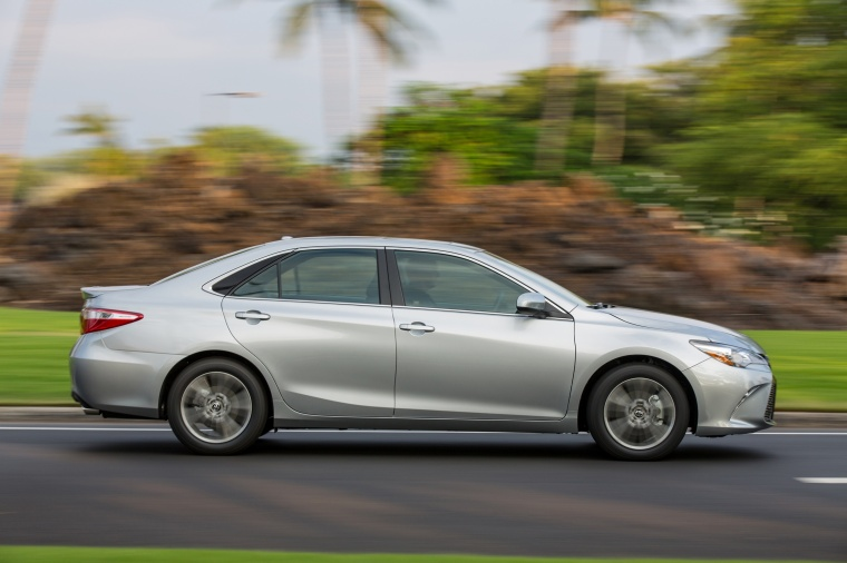 Driving 2017 Toyota Camry SE in Celestial Silver Metallic from a side view