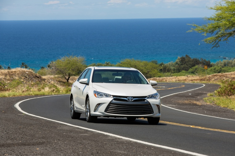 Driving 2017 Toyota Camry SE in Celestial Silver Metallic from a front right view