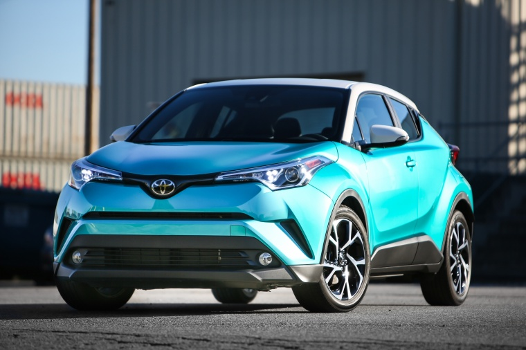 Picture of a 2018 Toyota C-HR in Radiant Green Mica from a front left perspective