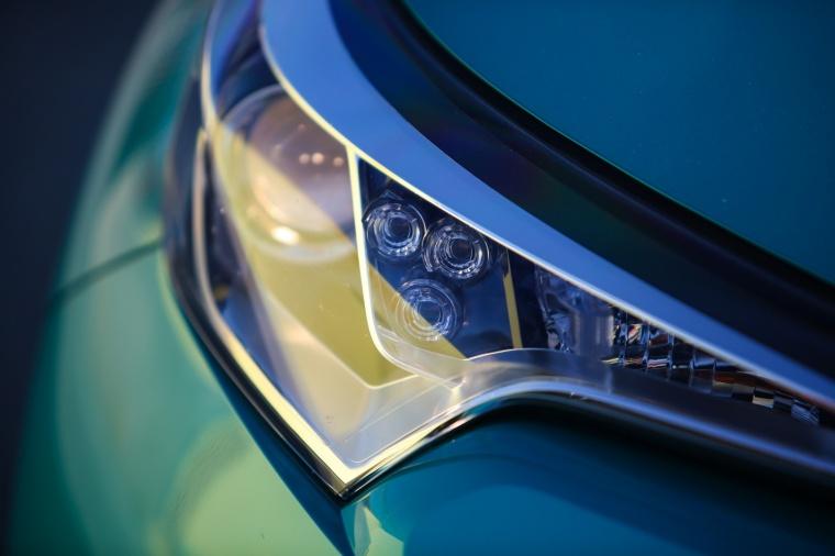 2018 Toyota C-HR Headlight Picture