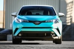 Picture of a 2018 Toyota C-HR in Radiant Green Mica from a frontal perspective