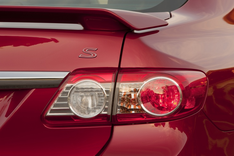 2013 Toyota Corolla S Tail Light Picture