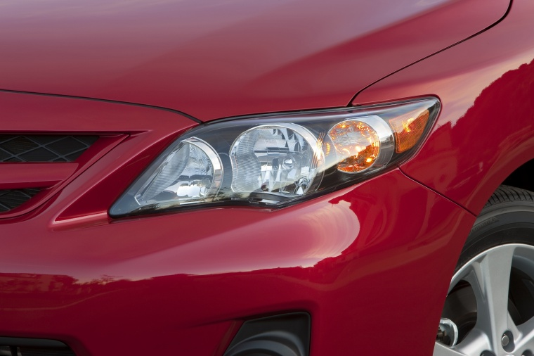 2013 Toyota Corolla S Headlight Picture