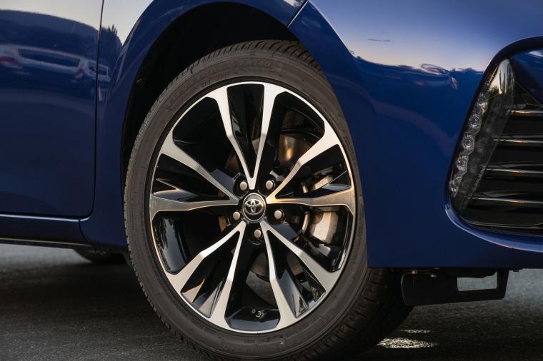 2017 Toyota Corolla SE Rim Picture