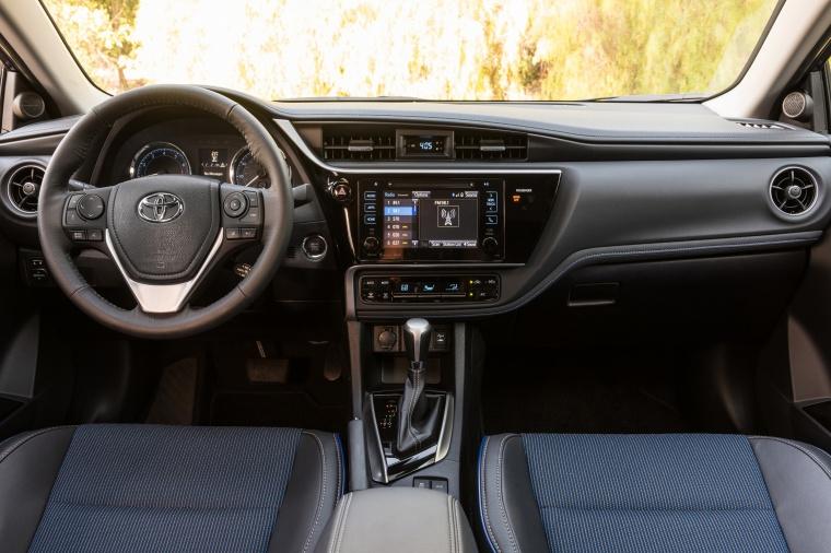 2017 Toyota Corolla SE Cockpit Picture