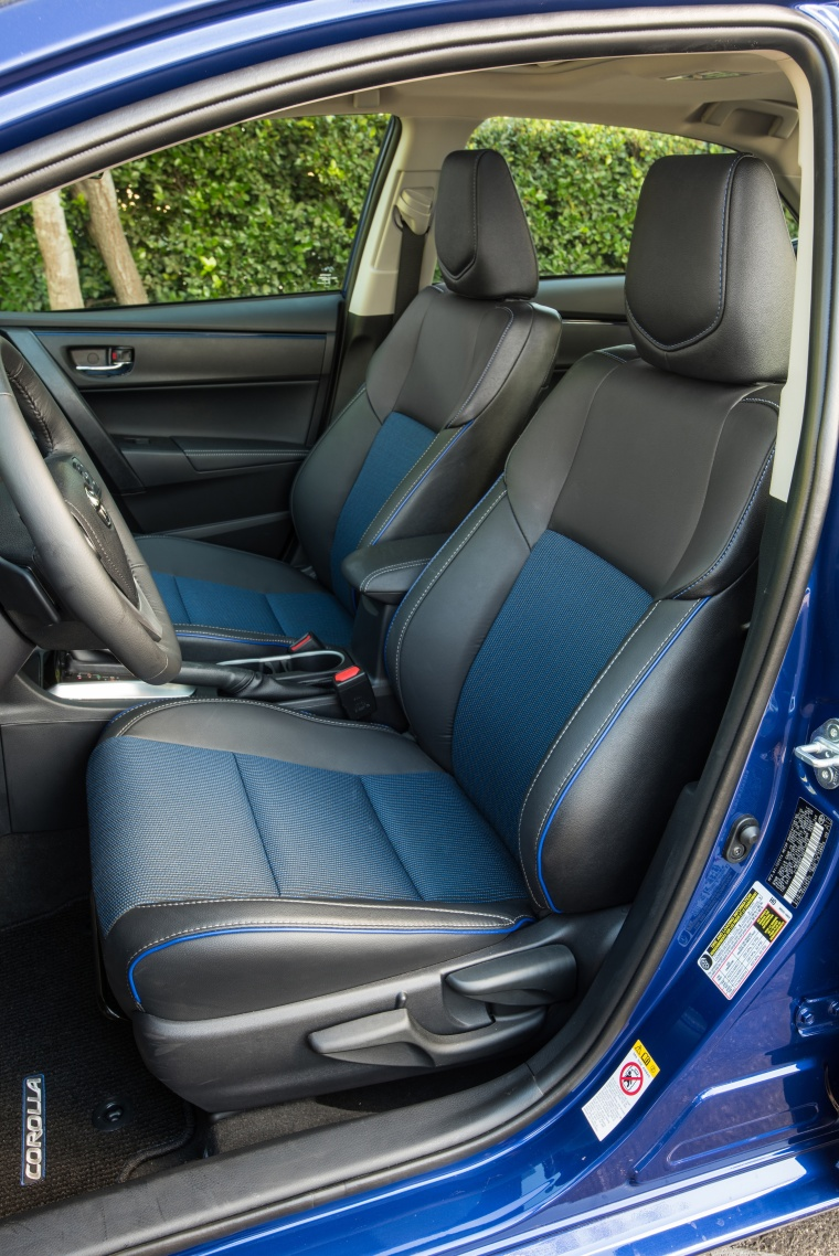 2017 Toyota Corolla SE Front Seats Picture
