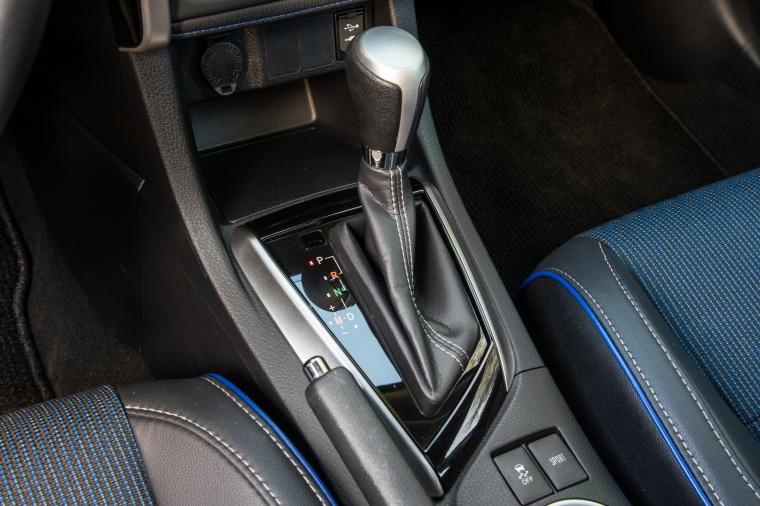 2017 Toyota Corolla SE Gear Lever Picture