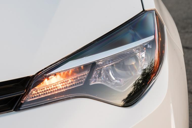 2017 Toyota Corolla LE Eco Headlight Picture