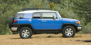2010 Toyota FJ Cruiser Reviews / Specs / Pictures / Prices