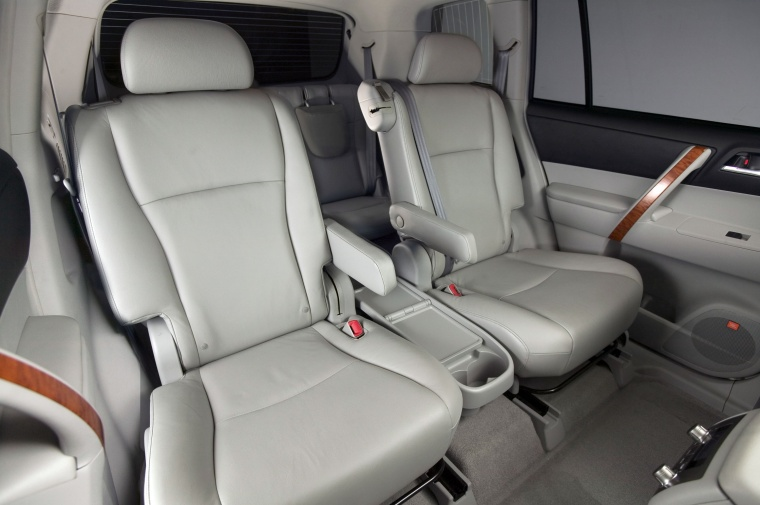 Amazing 2010 Toyota Highlander Interior Picture