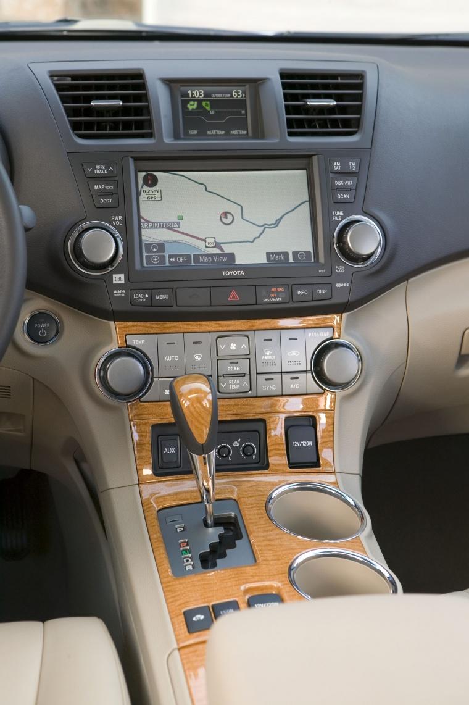 2010 Toyota Highlander Hybrid Center Console Picture