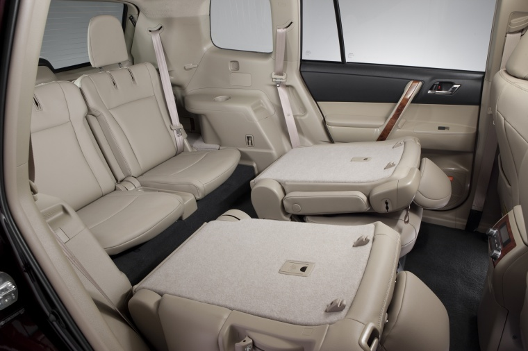 Charming 2012 Toyota Highlander Third Row Seats In Sand Beige