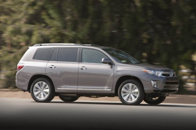 toyota highlander hybrid  magnetic gray metallic color driving side view picture image