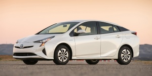 2018 Toyota Prius Reviews / Specs / Pictures / Prices