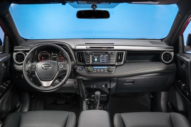 2016 Toyota RAV4 SE AWD Cockpit Picture