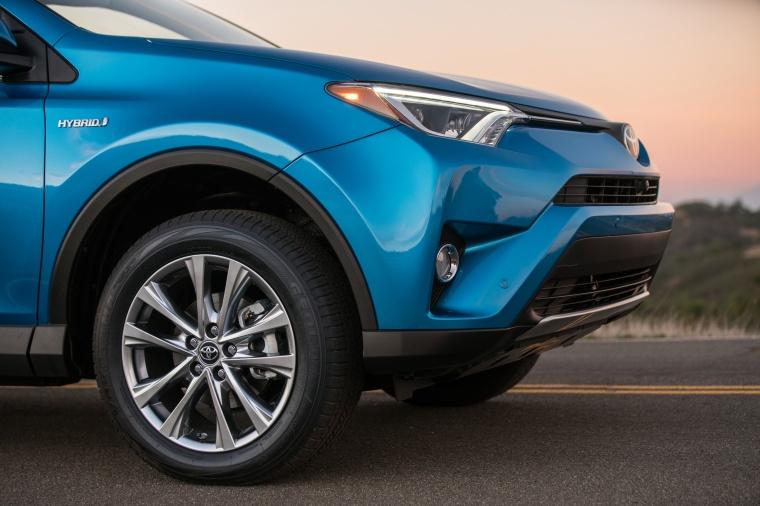 2016 Toyota RAV4 Hybrid Limited AWD Rim Picture