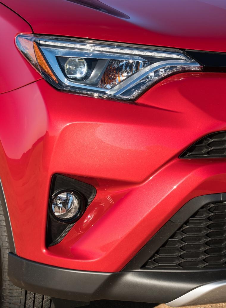 2017 Toyota RAV4 SE AWD Headlight Picture