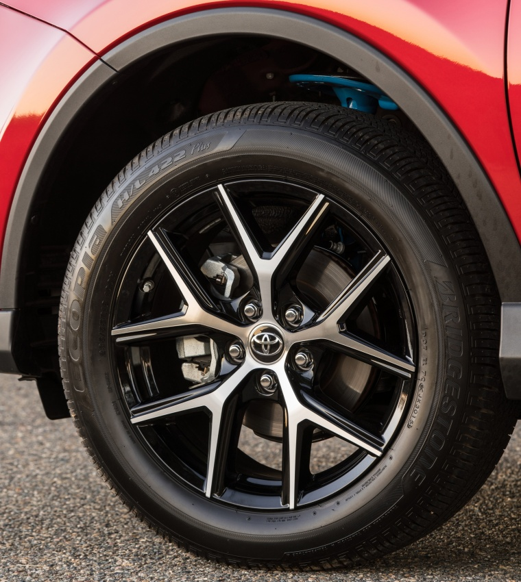 Picture of a 2017 Toyota RAV4 SE AWD's Rim