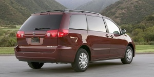 2010 Toyota Sienna Reviews / Specs / Pictures / Prices