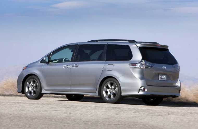 2011 toyota sienna se in silver sky metallic color. Black Bedroom Furniture Sets. Home Design Ideas