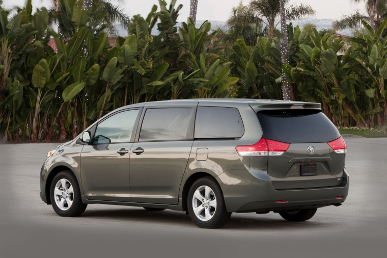 2014 Toyota Sienna LE Picture