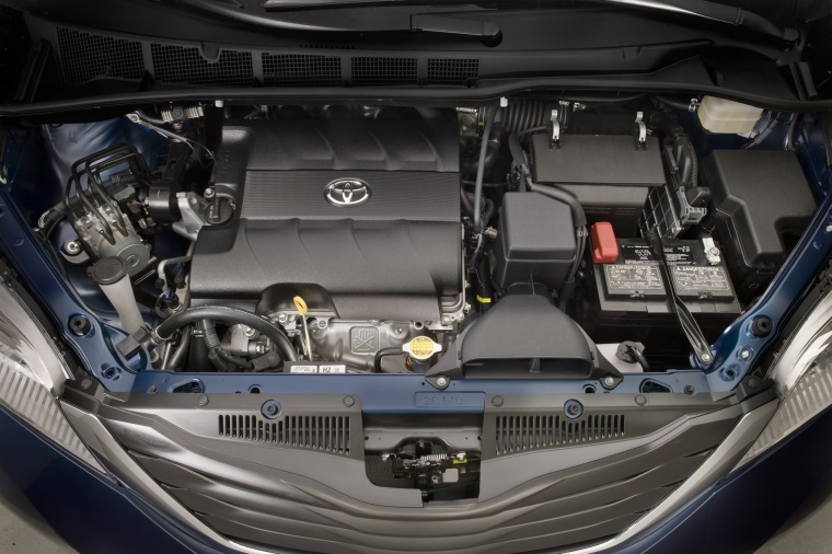 2014 Toyota Sienna LE 3.5L V6 Engine Picture