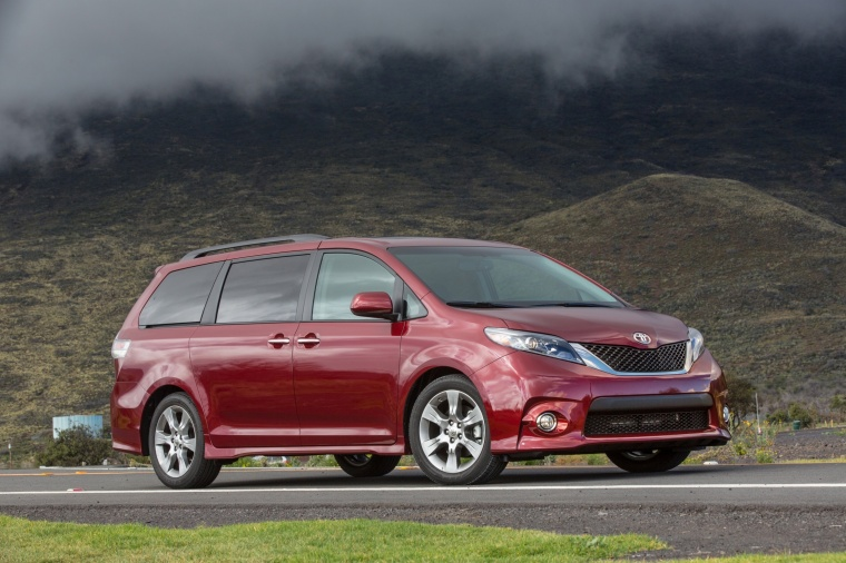 2017 Toyota Sienna SE in Salsa Red Pearl from a front right three-quarter view