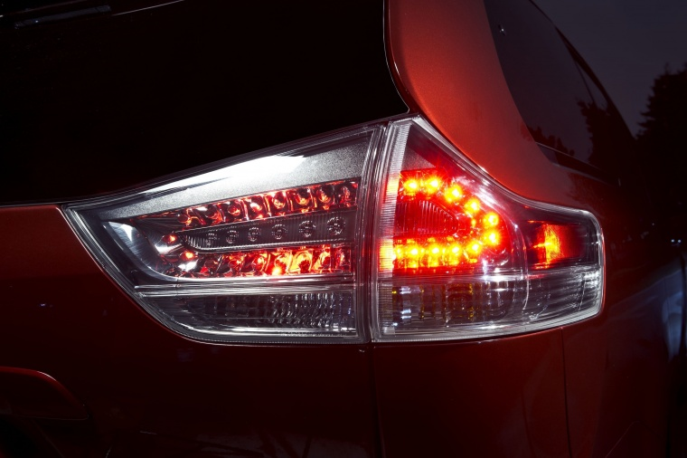 2017 Toyota Sienna SE Tail Light Picture