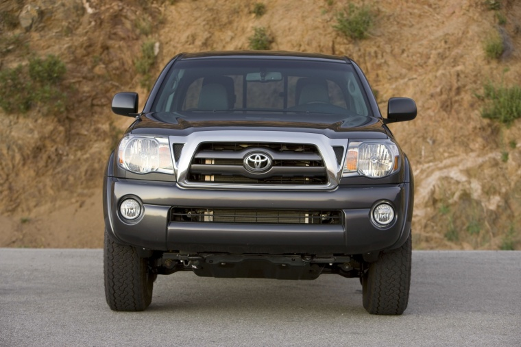 2010 Toyota Tacoma Access Cab SR5 4WD in Magnetic Gray Metallic from a frontal view