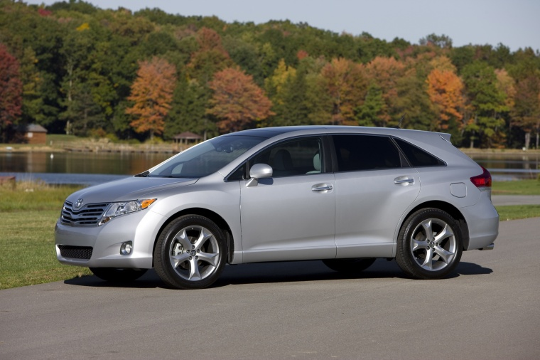 2010 Toyota Venza In Classic Silver Metallic Color