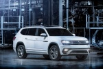 2018 Volkswagen Atlas 2.0T SEL R-Line in Pure White - Static Front Right Three-quarter View