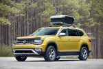 2018 Volkswagen Atlas V6 SEL 4MOTION Weekend Edition in Kurkuma Yellow Metallic - Static Front Left Three-quarter View