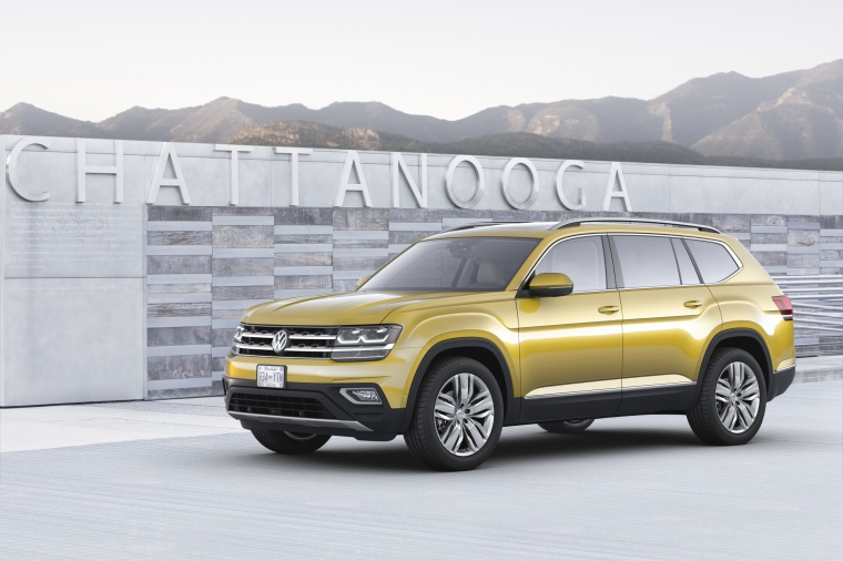 Picture of a 2019 Volkswagen Atlas V6 SEL from a front left three-quarter perspective
